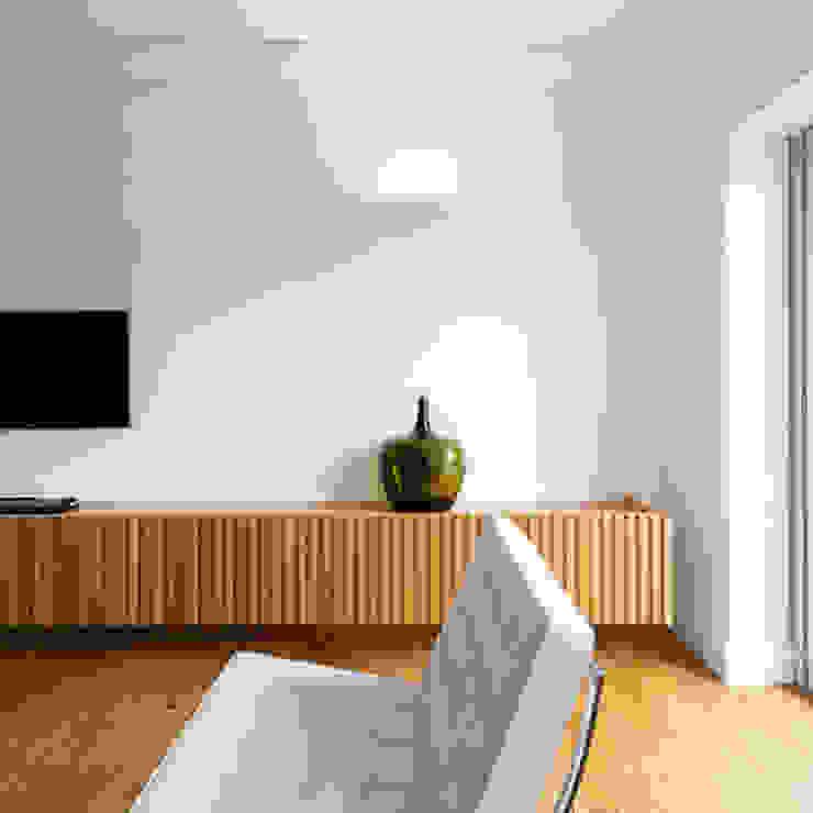 REMODELAÇÃO_APARTAMENTO RESTELO | Lisboa | PT OW ARQUITECTOS lda | simplicity works Salas de estar modernas