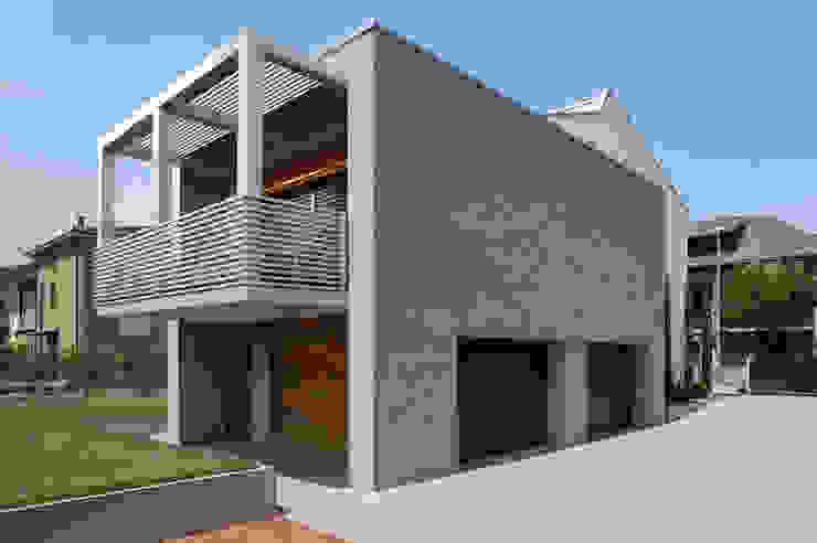 Vista volume ampliamento_Balcone in ferro a sbalzo Balcone, Veranda & Terrazza in stile minimalista di Plus Concept Studio Minimalista