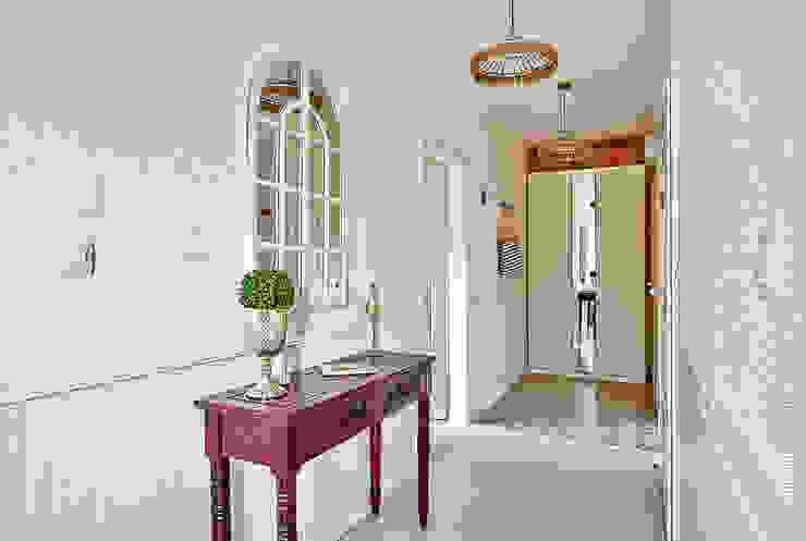 Apartament Błonia Hamptons Eklektyczny korytarz, przedpokój i schody od DreamHouse.info.pl Eklektyczny