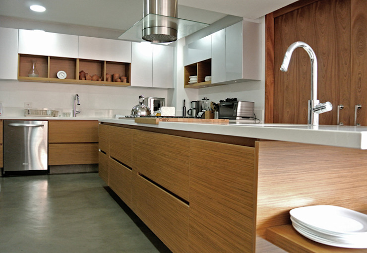 Modern kitchen by KDF Arquitectura Modern لکڑی Wood effect