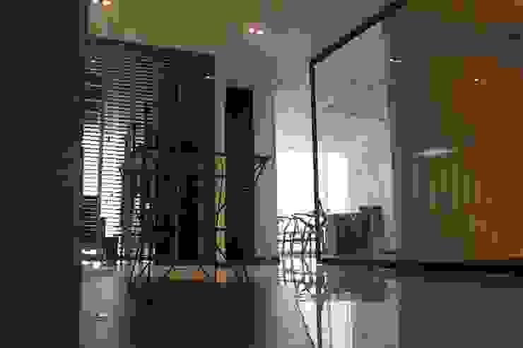 Materiales Estudios y oficinas modernos de LC Arquitectura Moderno