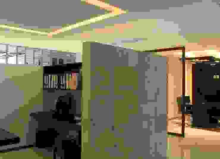 Acabados Estudios y despachos modernos de LC Arquitectura Moderno