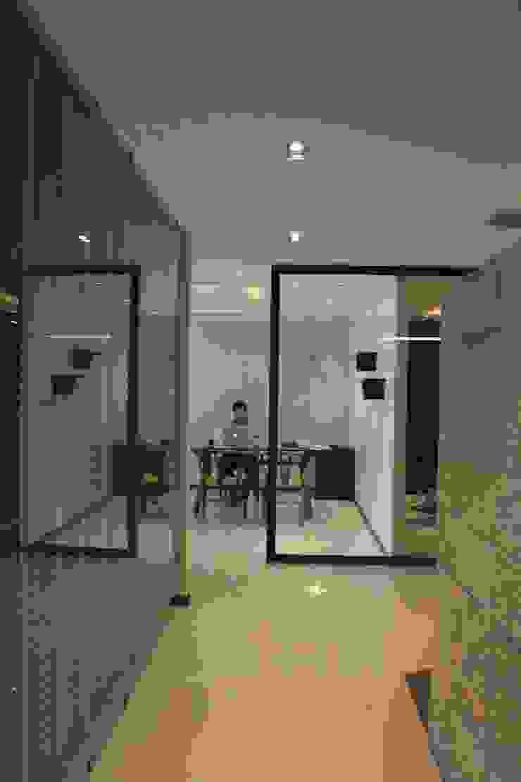 CM OFICINA Estudios y despachos modernos de LC Arquitectura Moderno