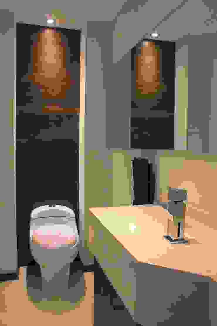 Baño privado Estudios y despachos modernos de LC Arquitectura Moderno
