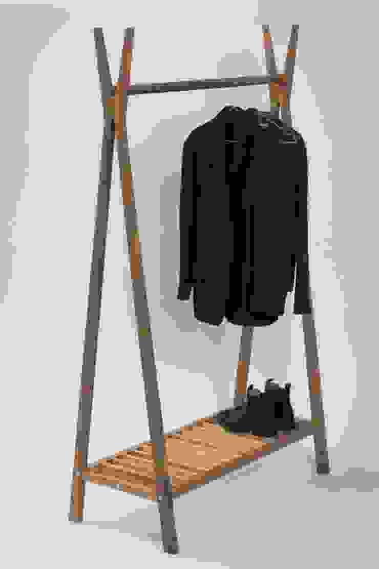 Totem Wooden Clothes Rail par Dupere Interior Design Minimaliste Bois Effet bois