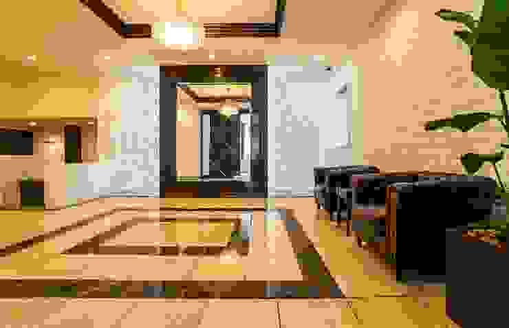 趣を残しつつ上質に生まれ変わったヴィンテージマンション クラシカルスタイルの 玄関&廊下&階段 の QUALIA クラシック