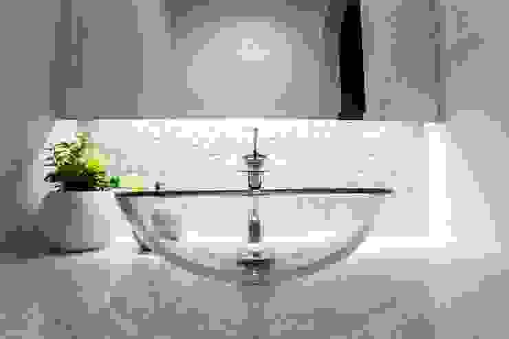 Modern Bathroom by QUALIA Modern