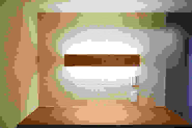 陰影を演出した壁 の 株式会社 駿河屋