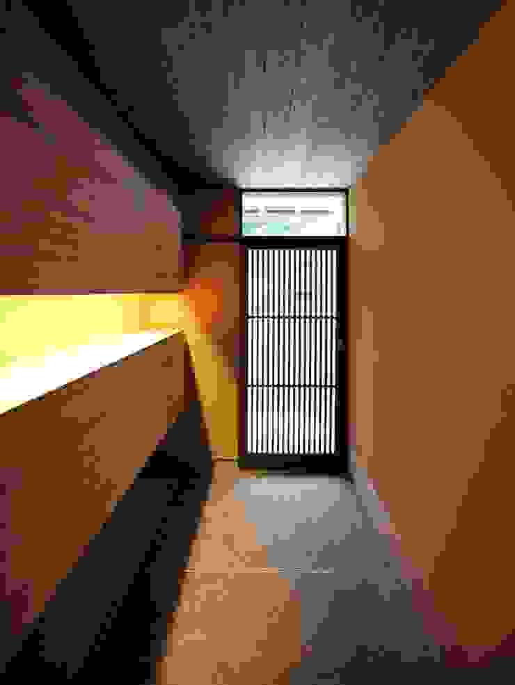 「曲がり土間の家」 和風の 玄関&廊下&階段 の 尾脇央道(重川材木店) 和風
