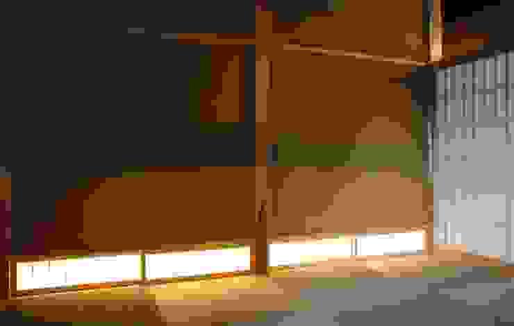 「曲がり土間の家」 和風デザインの 多目的室 の 尾脇央道(重川材木店) 和風
