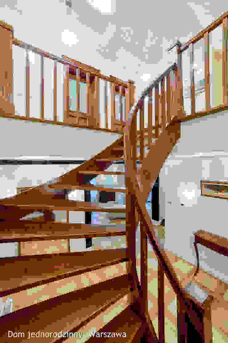 schody Klasyczny korytarz, przedpokój i schody od Auraprojekt Klasyczny Drewno O efekcie drewna