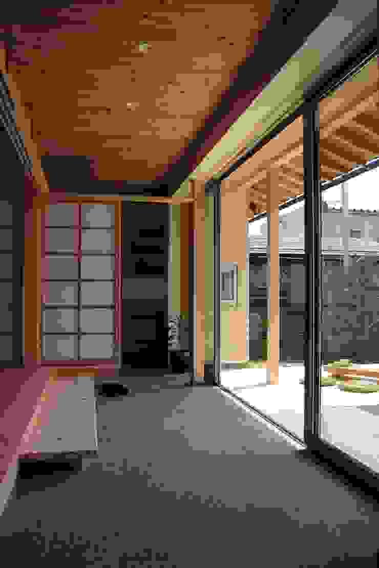 Asian style balcony, veranda & terrace by 尾脇央道(重川材木店) Asian