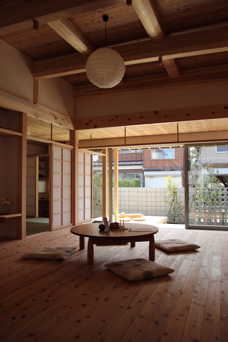 Asian style living room by 尾脇央道(重川材木店) Asian