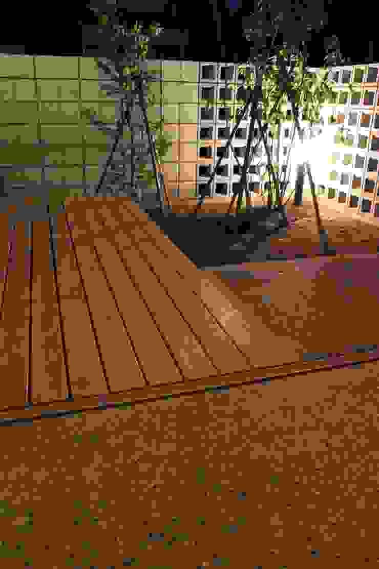 「土間のある小さくて広い家」 和風デザインの テラス の 尾脇央道(重川材木店) 和風