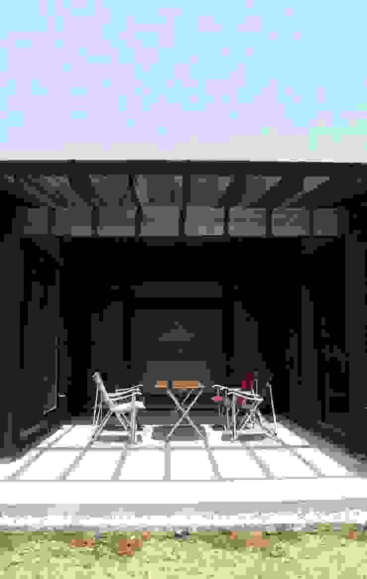 「Fさんち」 和風デザインの テラス の 尾脇央道(重川材木店) 和風