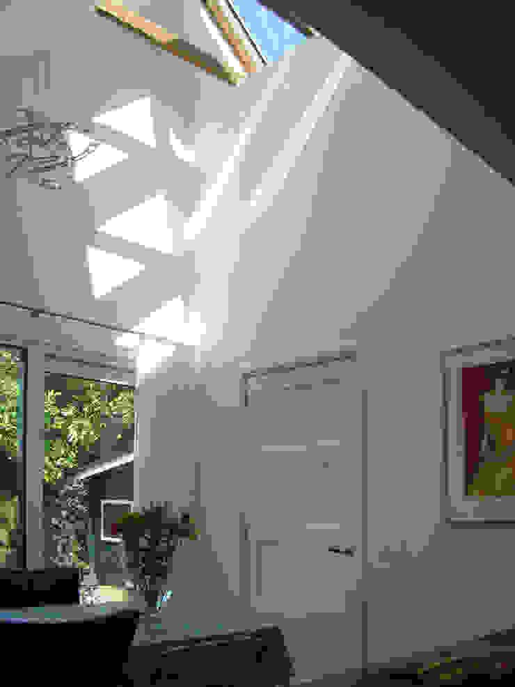 Spelend licht – verbouw woonhuis Silvolde Moderne keukens van Dick van Aken Architectuur Modern
