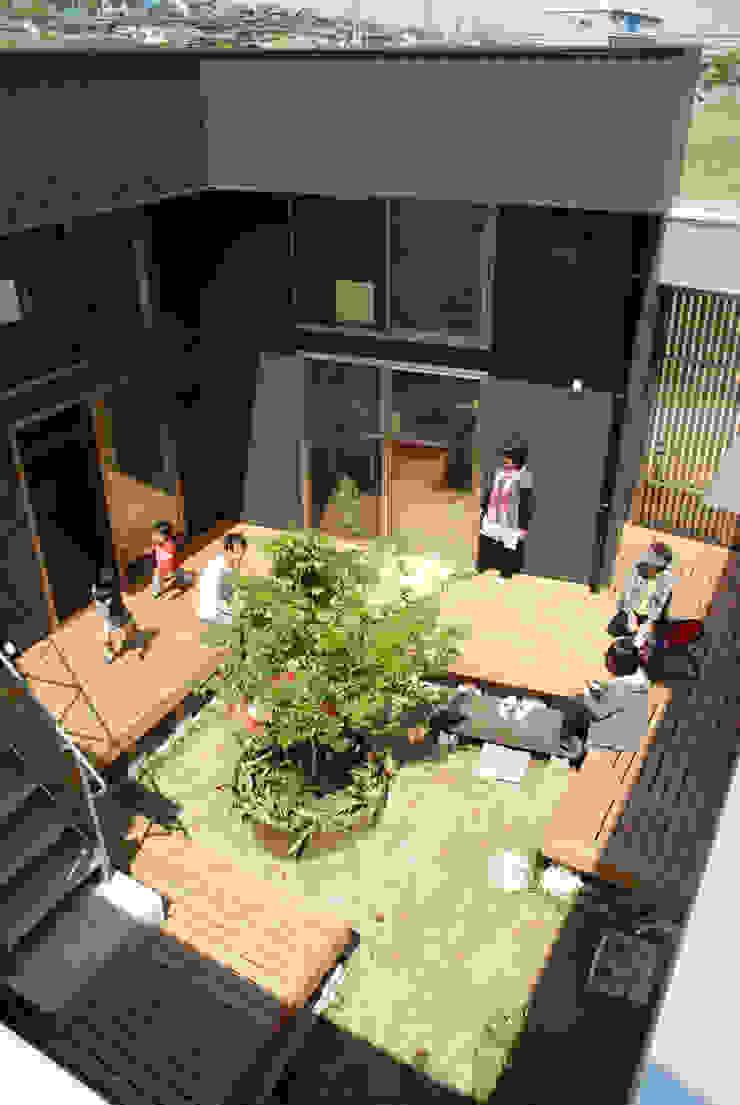 株式会社タバタ設計 Modern style balcony, porch & terrace