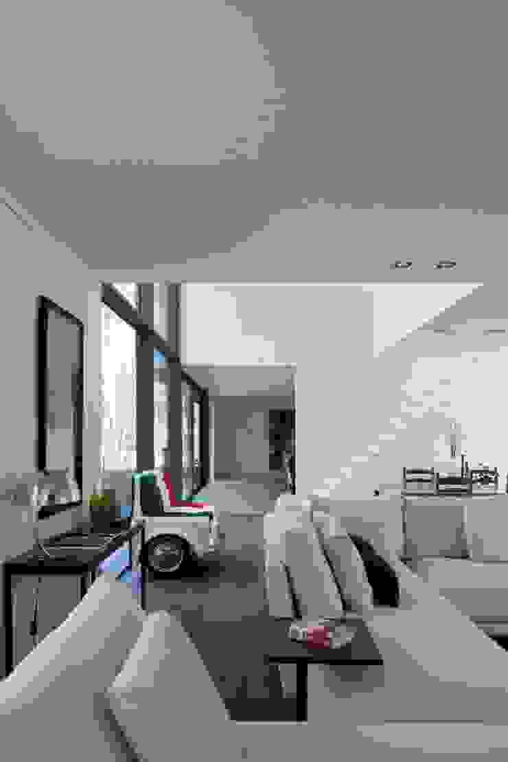 Modern living room by De Plankerij BVBA Modern