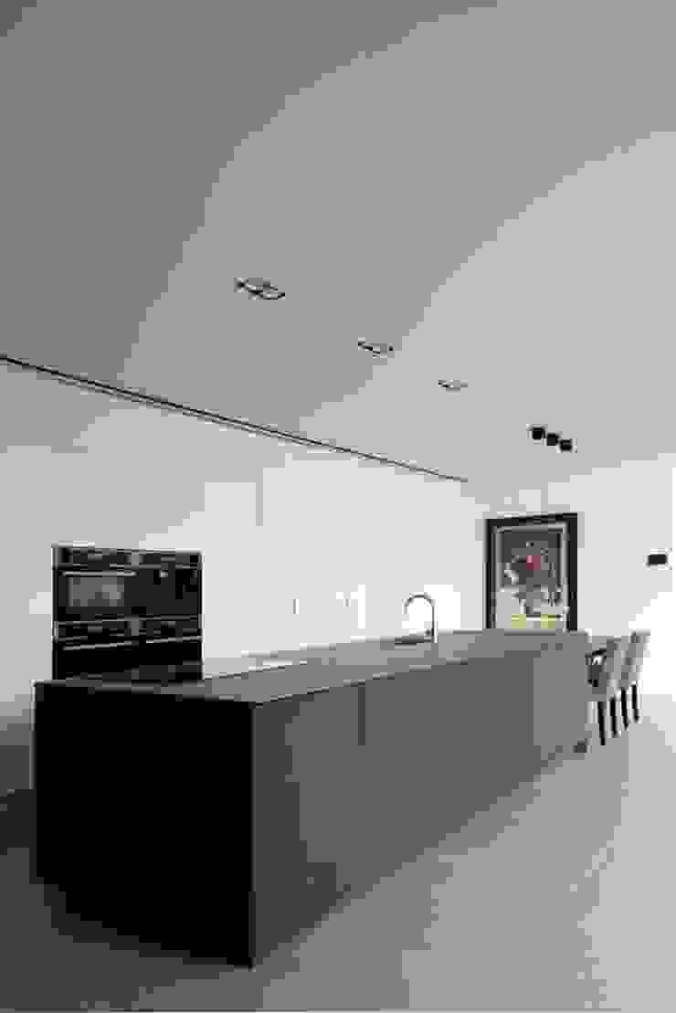 Modern kitchen by De Plankerij BVBA Modern
