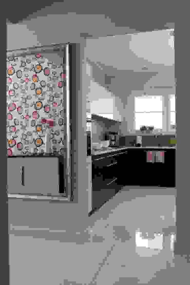 Nhà bếp phong cách nhiệt đới bởi ZIZI STUDIO Magdalena Latos Nhiệt đới