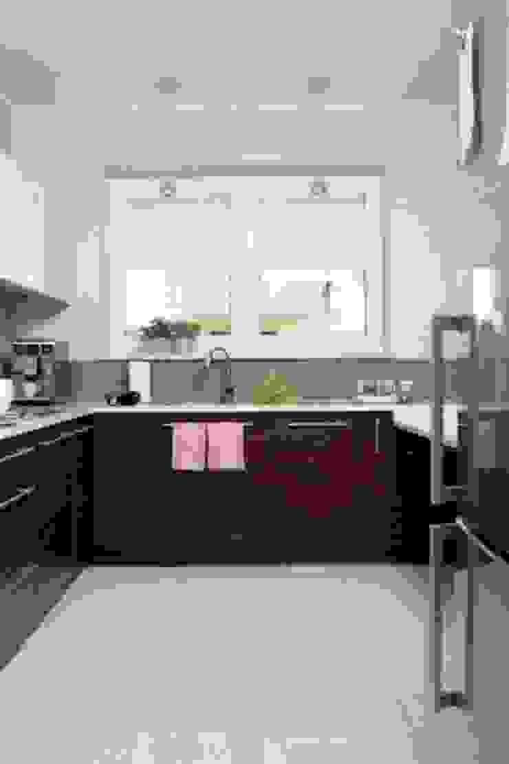 Nhà bếp phong cách thực dân bởi ZIZI STUDIO Magdalena Latos Thực dân