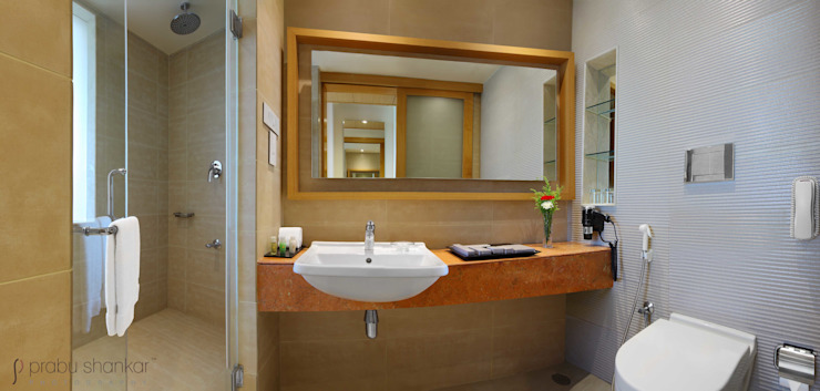 Hotels & Resorts Modern bathroom by Prabu Shankar Photography Modern
