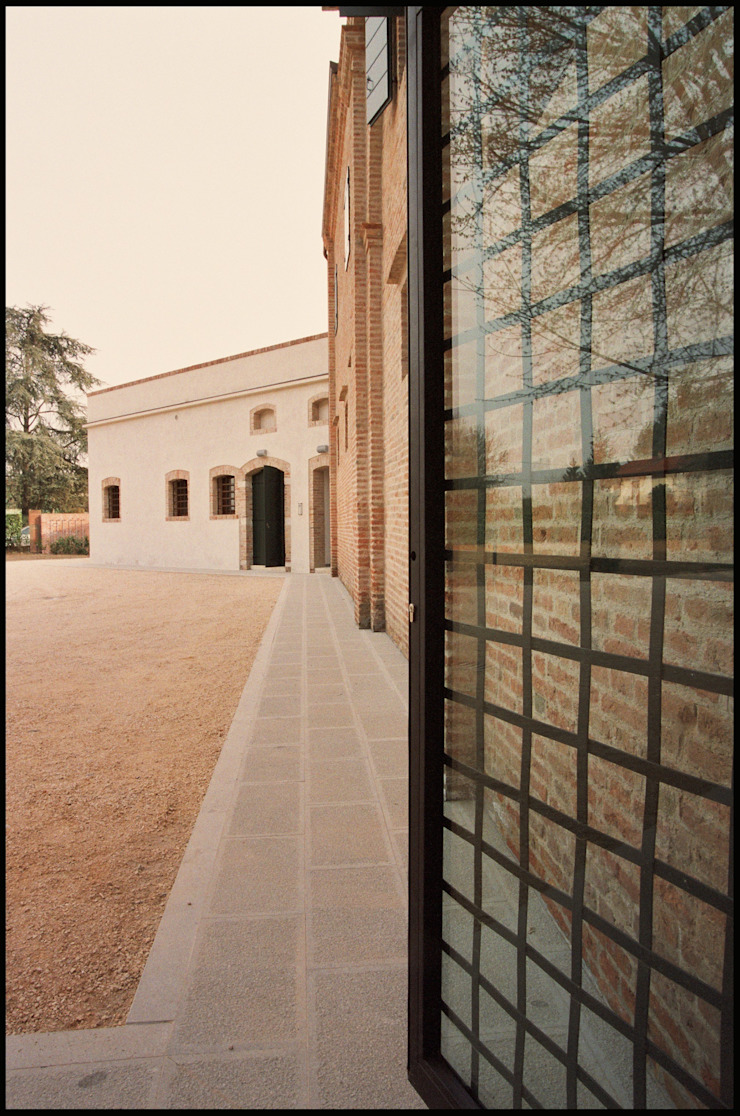 Casas de estilo clásico de Studio Valle architettura e urbanistica Clásico