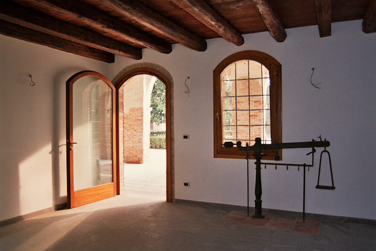 Puertas y ventanas clásicas de Studio Valle architettura e urbanistica Clásico Madera Acabado en madera