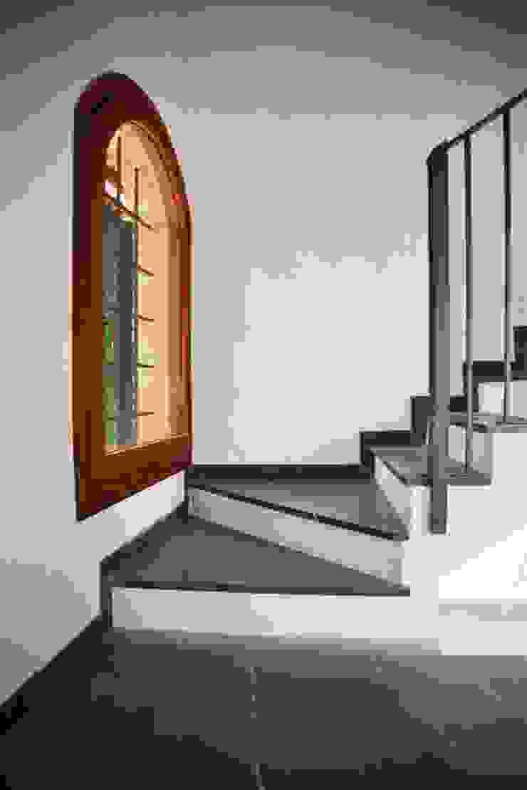 Pasillos, halls y escaleras minimalistas de Studio Valle architettura e urbanistica Minimalista Pizarra