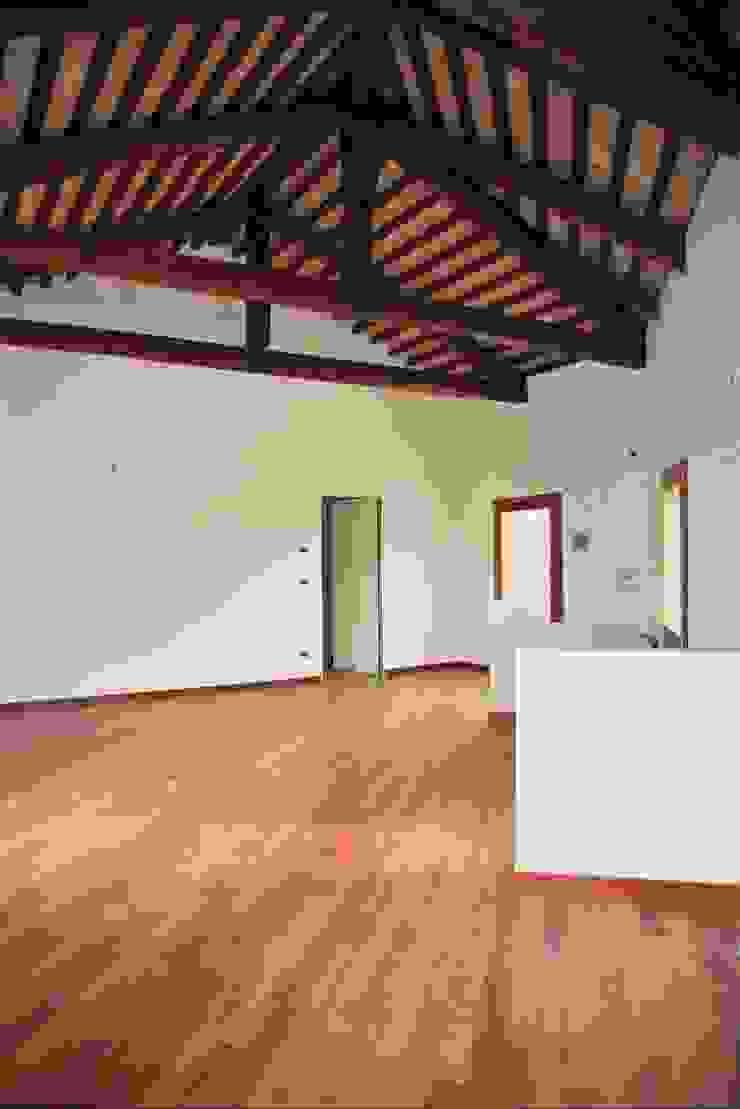 Livings de estilo minimalista de Studio Valle architettura e urbanistica Minimalista Madera Acabado en madera