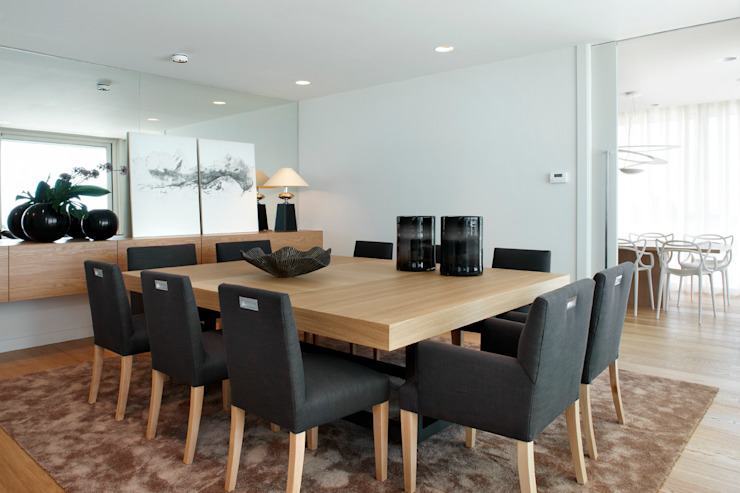 Dining room by Molins Design, Mediterranean Wood Wood effect