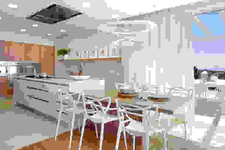 VIVIENDA UNIFAMILIAR MARESME Cocinas de estilo mediterráneo de Molins Design Mediterráneo Tablero DM