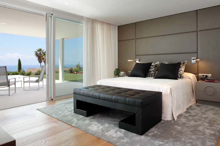 Bedroom by Molins Design, Mediterranean