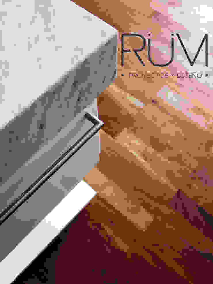 RÜM Proyectos y Diseño BathroomStorage