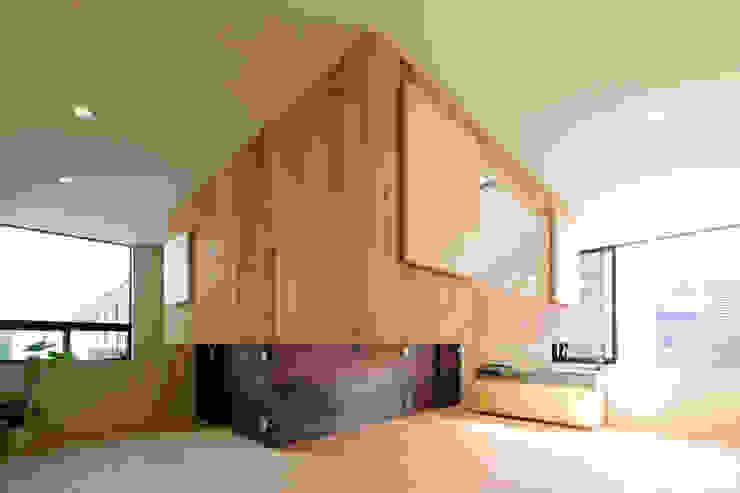 綱島の住宅 ミニマルデザインの リビング の 山本晃之建築設計事務所 ミニマル 無垢材 多色