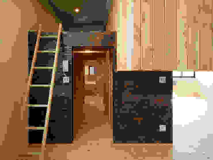 綱島の住宅 ミニマルデザインの リビング の 山本晃之建築設計事務所 ミニマル 合板(ベニヤ板)