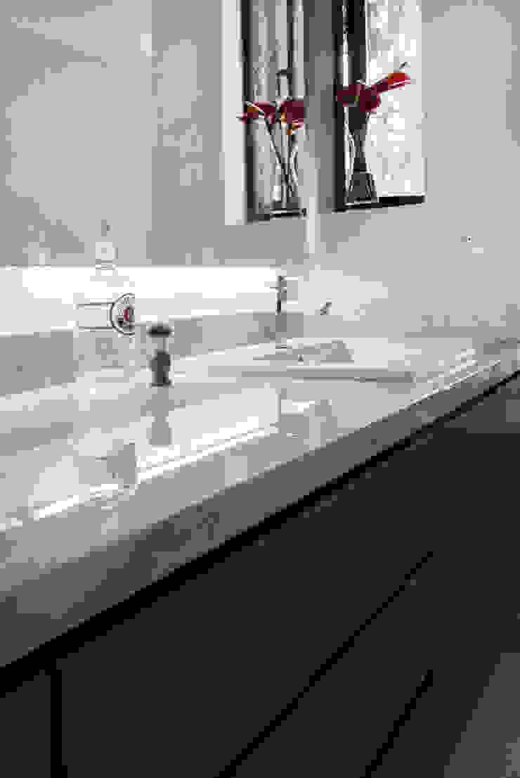 Baño Principal Baños de estilo moderno de KDF Arquitectura Moderno Mármol