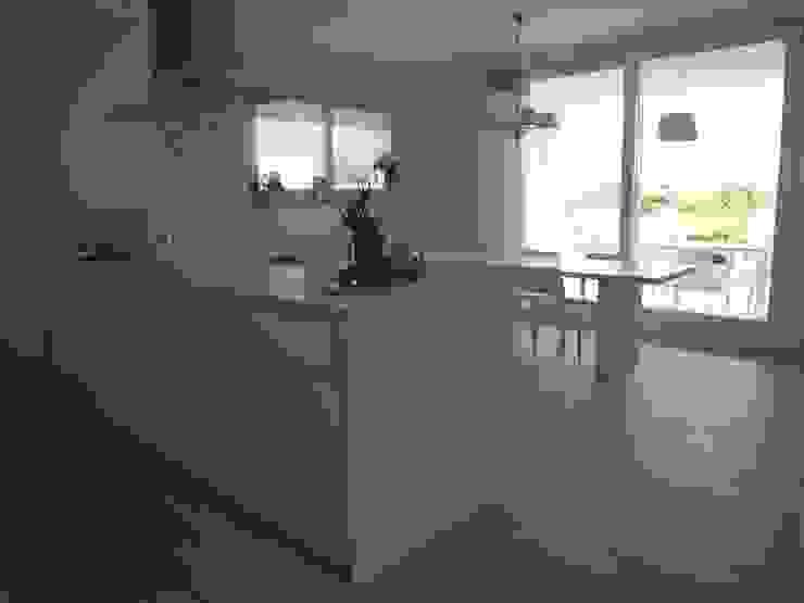 cucina Cucina moderna di Studio di Architettura e Ingegneria Brasina-Rubino Moderno