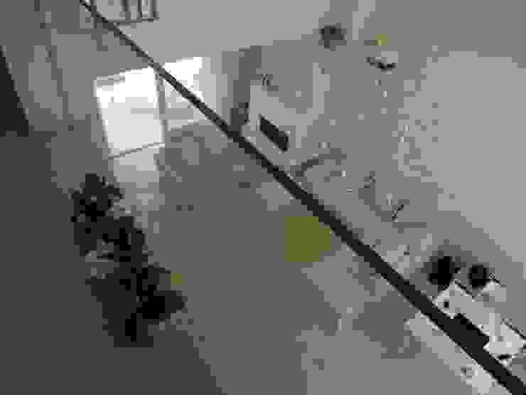 Гостиная в стиле модерн от Studio di Architettura e Ingegneria Brasina-Rubino Модерн