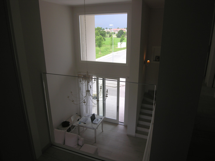 モダンデザインの リビング の Studio di Architettura e Ingegneria Brasina-Rubino モダン
