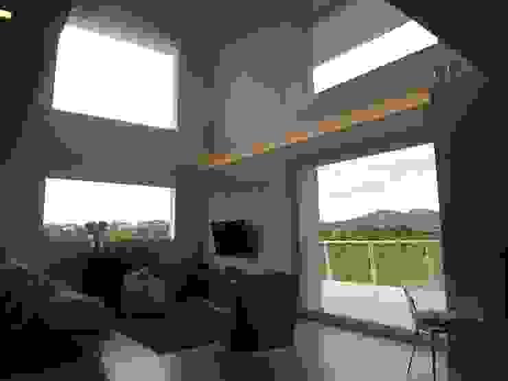 zona giorno Soggiorno moderno di Studio di Architettura e Ingegneria Brasina-Rubino Moderno