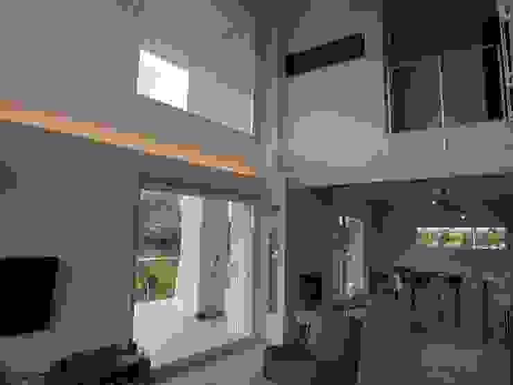 モダンデザインの ダイニング の Studio di Architettura e Ingegneria Brasina-Rubino モダン