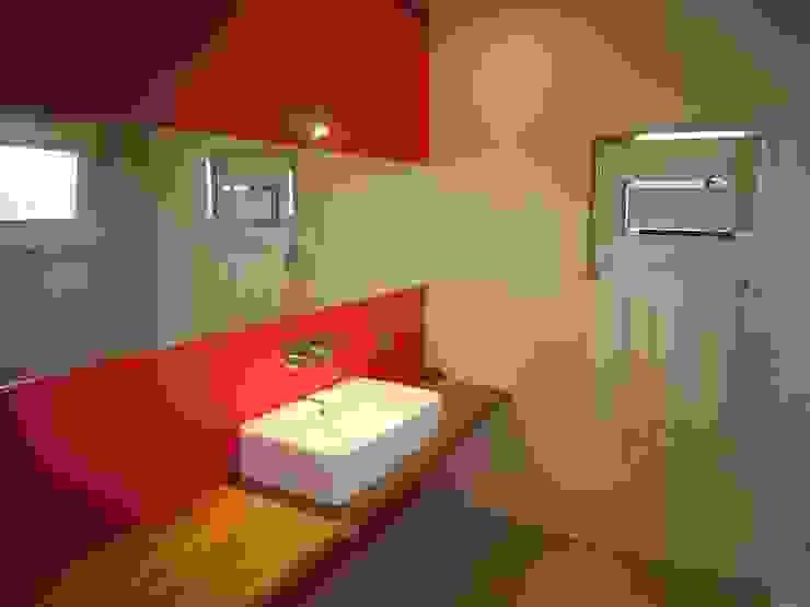 bagno Bagno moderno di Studio di Architettura e Ingegneria Brasina-Rubino Moderno