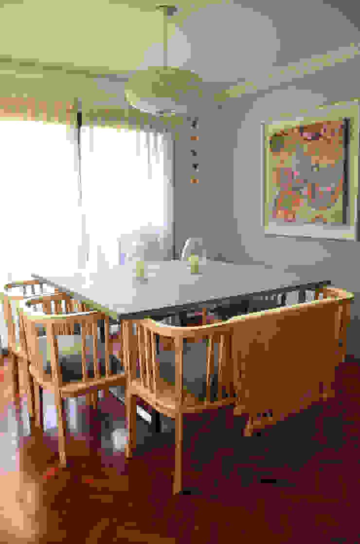 RÜM Proyectos y Diseño Dining roomTables