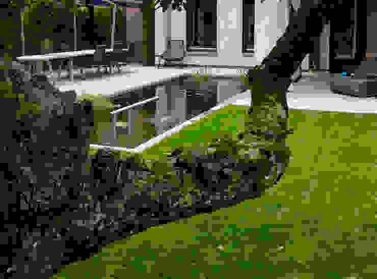 庭院 by Stoop Tuinen, 現代風