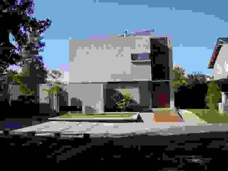 Casa NR gatarqs Casas modernas: Ideas, imágenes y decoración