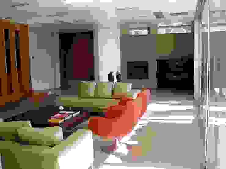 Casa NR Modern living room by gatarqs Modern