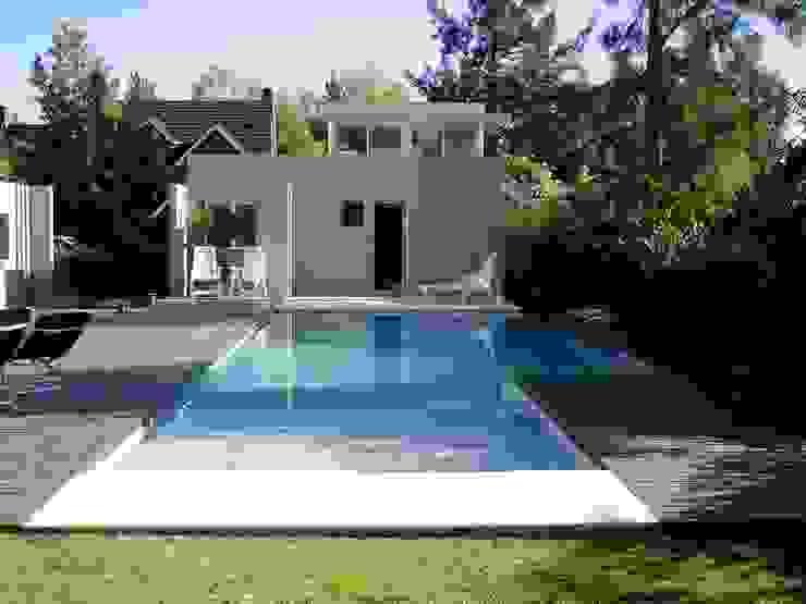 Casa NR โดย gatarqs โมเดิร์น