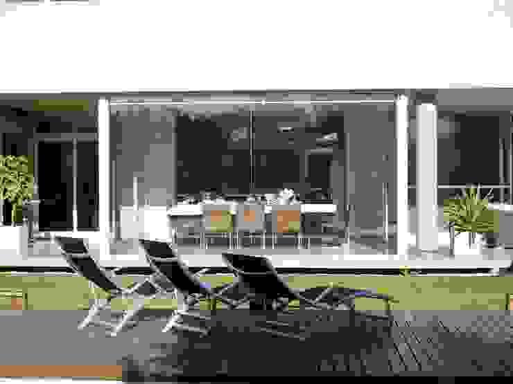 Casa NR Piletas modernas: Ideas, imágenes y decoración de gatarqs Moderno