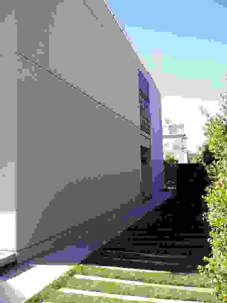 Casa NR Casas modernas: Ideas, imágenes y decoración de gatarqs Moderno